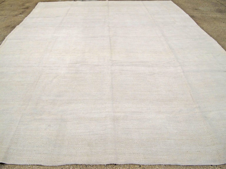 Vintage Turkish Flat-Weave Carpet In Good Condition For Sale In New York, NY
