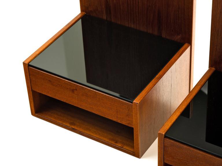 Scandinavian Modern Hans Wegner Pair of Floating Nightstands in Teak with Glass for Getama, 1960s For Sale