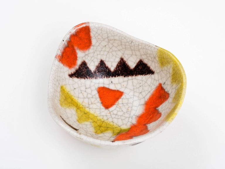 Mid-20th Century Guido Gambone Free-Form Ceramic Bowl with Tribal Motif, 1950s For Sale
