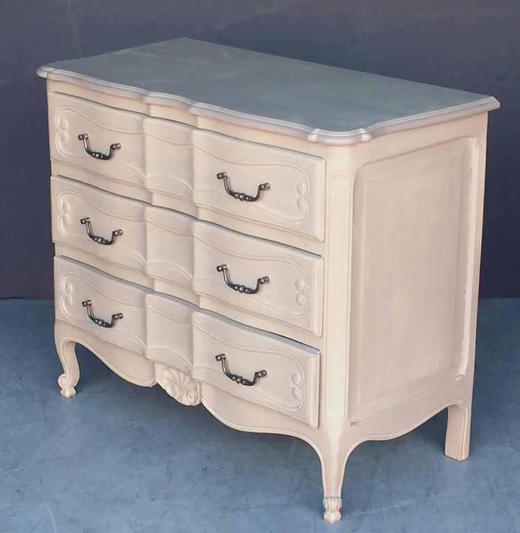 Painted French Chest of Drawers In Excellent Condition For Sale In Austin, TX