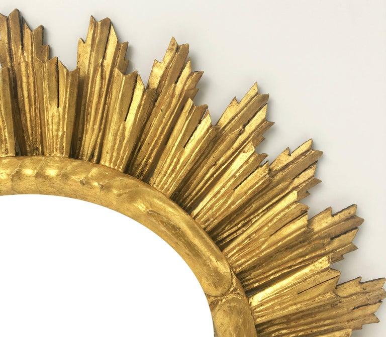 French Gilt Sunburst or Starburst Mirror (Diameter 29) In Excellent Condition For Sale In Austin, TX