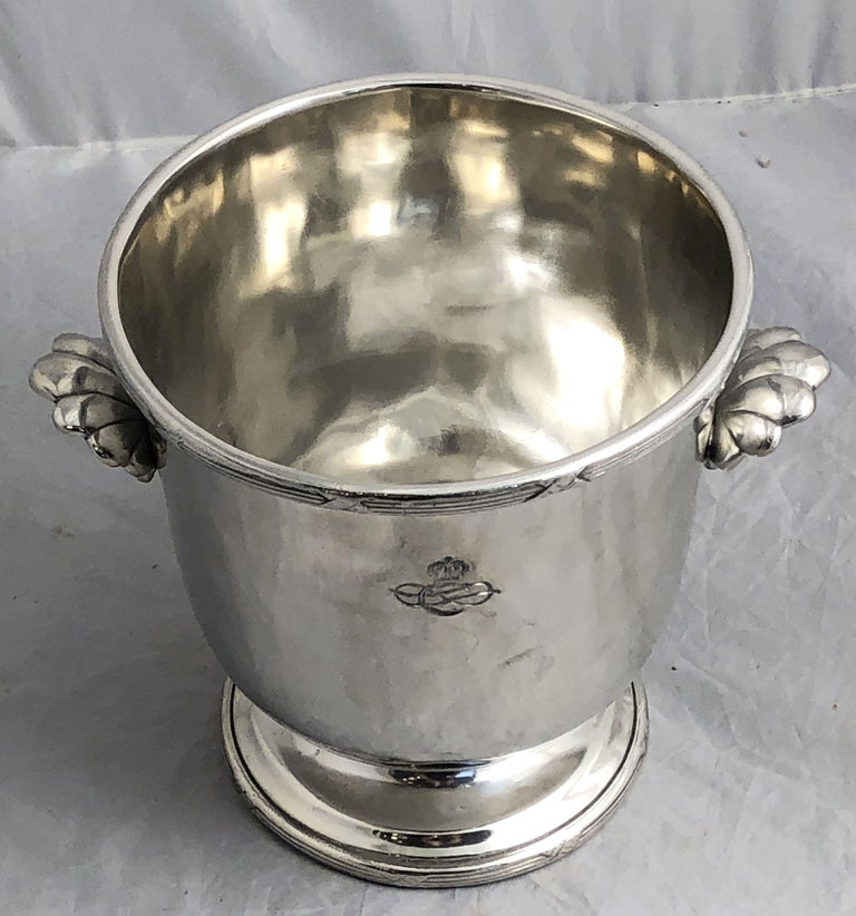A fine Italian champagne server or bottle holder (ice bucket urn) from the Collezione Italia Navigazione - a fleet of Italian luxury passenger ships that operated in the 1920s and 1930s.  Featuring a raised ribbon edge over a round footed bowl with