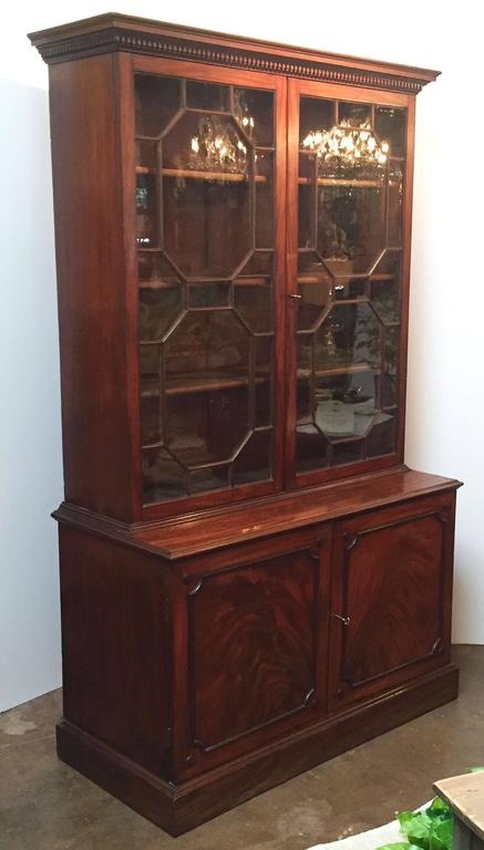 Large English Bookcase of Mahogany In Excellent Condition For Sale In Austin, TX