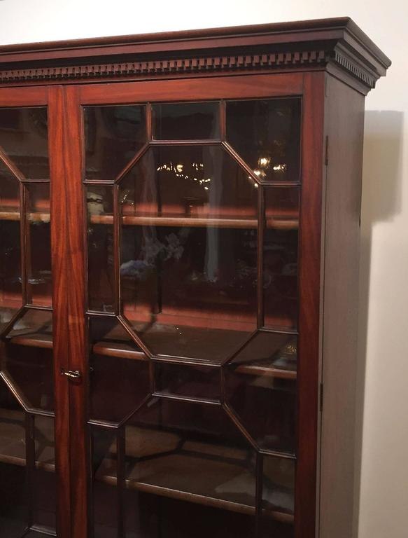 Large English Bookcase of Mahogany For Sale 1