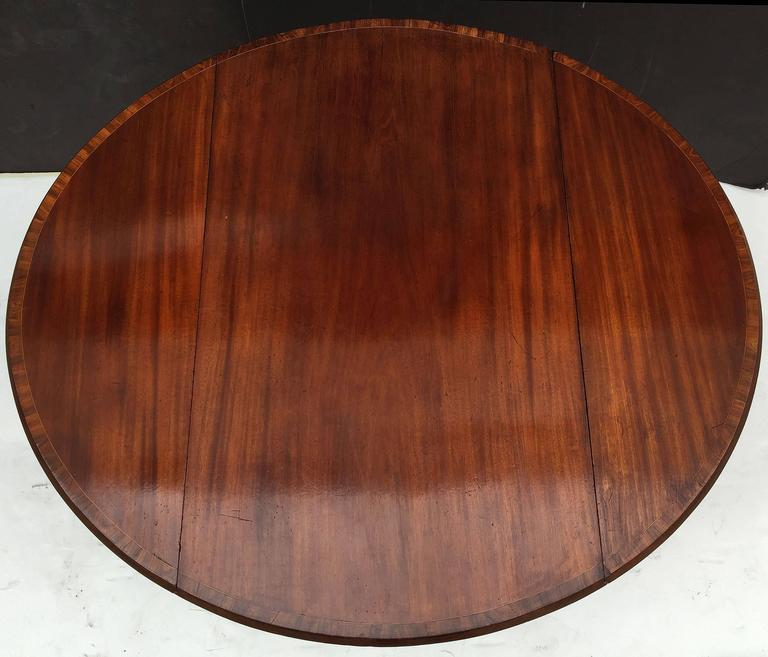 English Sheraton Pembroke Table of Mahogany In Excellent Condition For Sale In Austin, TX