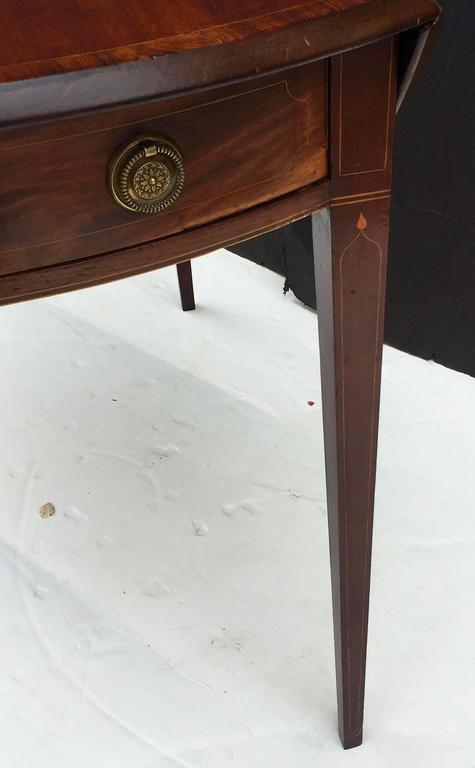 English Sheraton Pembroke Table of Mahogany For Sale 4
