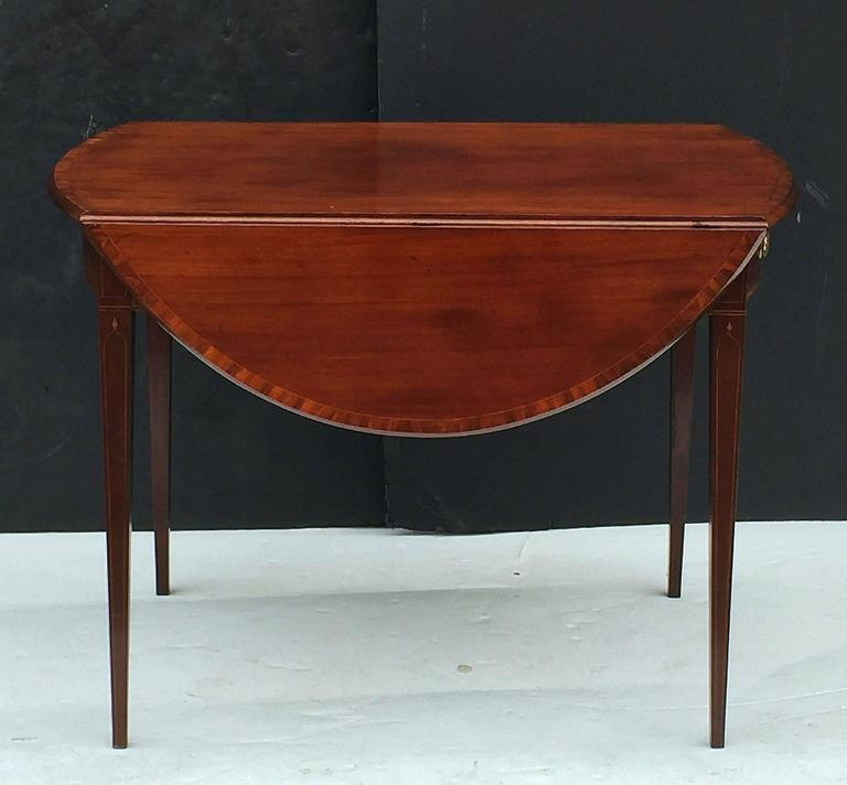 English Sheraton Pembroke Table of Mahogany For Sale 1