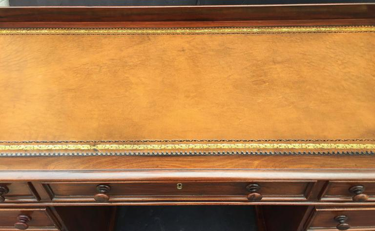 English Pedestal Desk of Mahogany with Embossed Leather Top For Sale 1