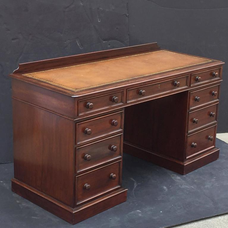 English Pedestal Desk of Mahogany with Embossed Leather Top In Excellent Condition For Sale In Austin, TX