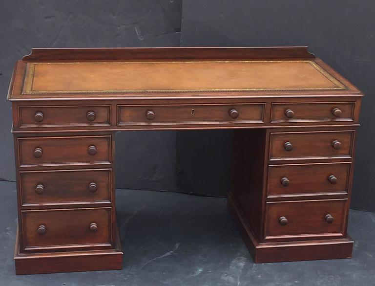 20th Century English Pedestal Desk of Mahogany with Embossed Leather Top For Sale