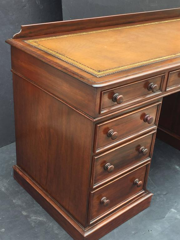English Pedestal Desk of Mahogany with Embossed Leather Top For Sale 3