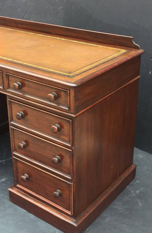 English Pedestal Desk of Mahogany with Embossed Leather Top For Sale 4