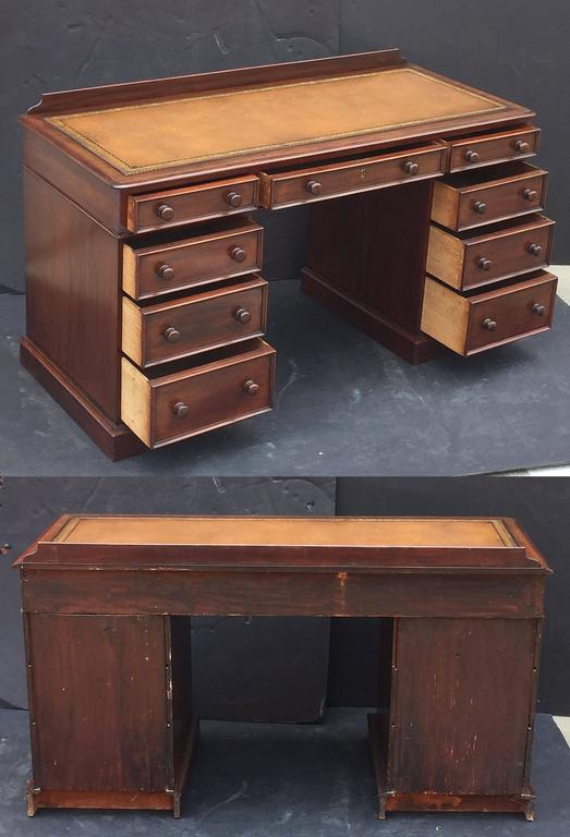 English Pedestal Desk of Mahogany with Embossed Leather Top For Sale 5