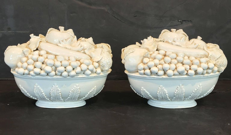 Pair of Italian Fruit Bowls with Lids 3
