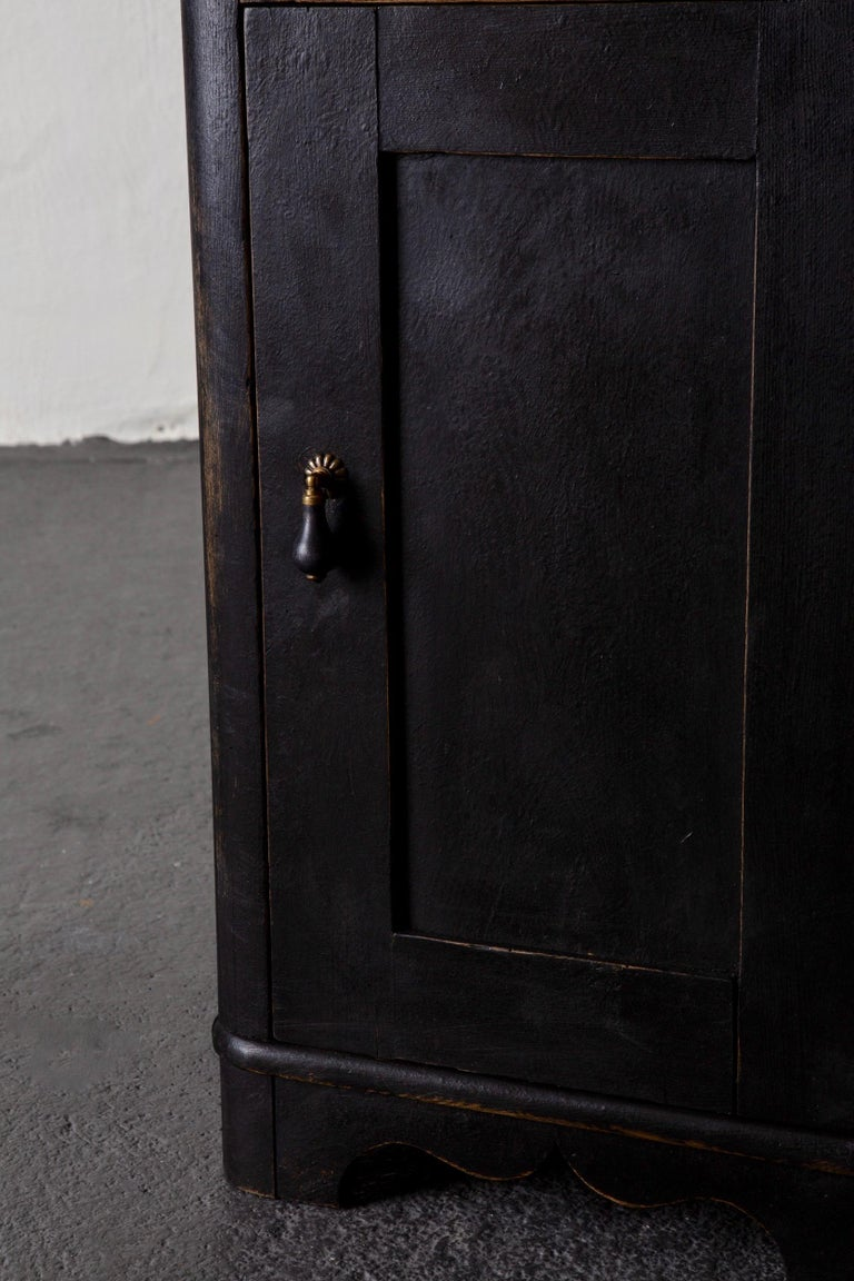 Side Table Nightstand Swedish Black, 19th Century, Sweden In Good Condition For Sale In New York, NY