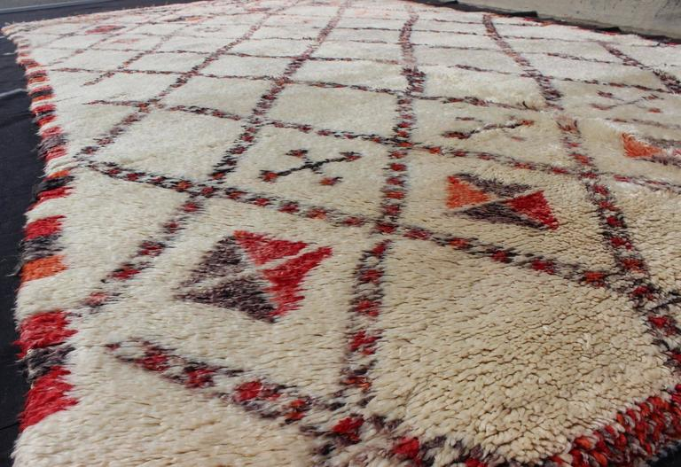 20th Century Vintage Moroccan Beni Ouarain Rug For Sale