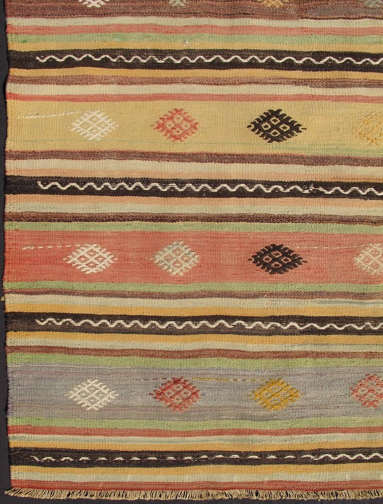 Vintage turkish kilim rug with tribal designs set in for Kilim designs