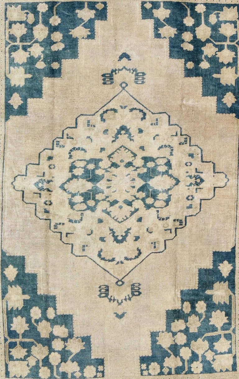 Vintage Turkish Oushak Rug in Blue and Cream colors In Excellent Condition For Sale In Atlanta, GA