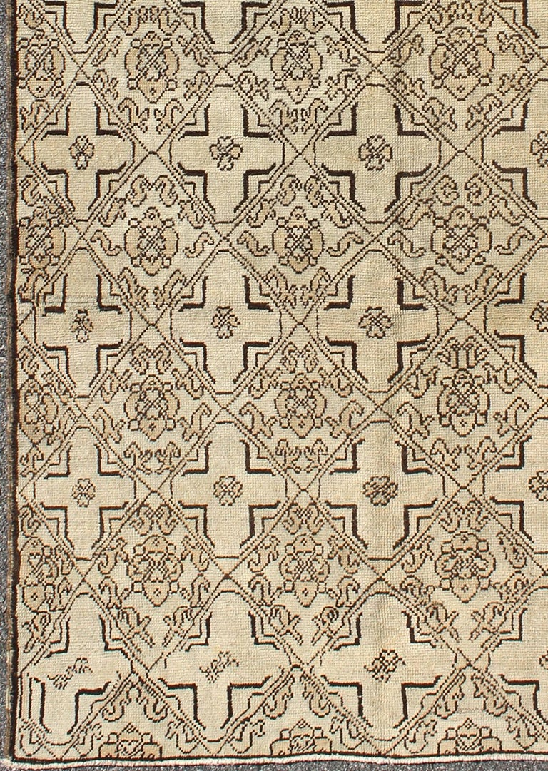 Vintage Oushak Rug with Modern Transitional Design in Dark Brown and Taupe. This unusual Oushak is a wonderfully detailed piece with an intricate design that is sure to make an impression in any space. The tones of taupe and dark brown highlights