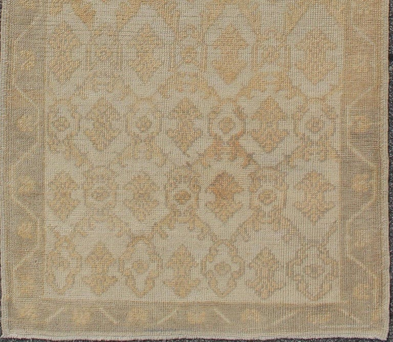 Muted Midcentury Turkish Oushak runner with Latticework Design in Cream, rug en-115963, country of origin / type: Turkey / Oushak, circa 1950