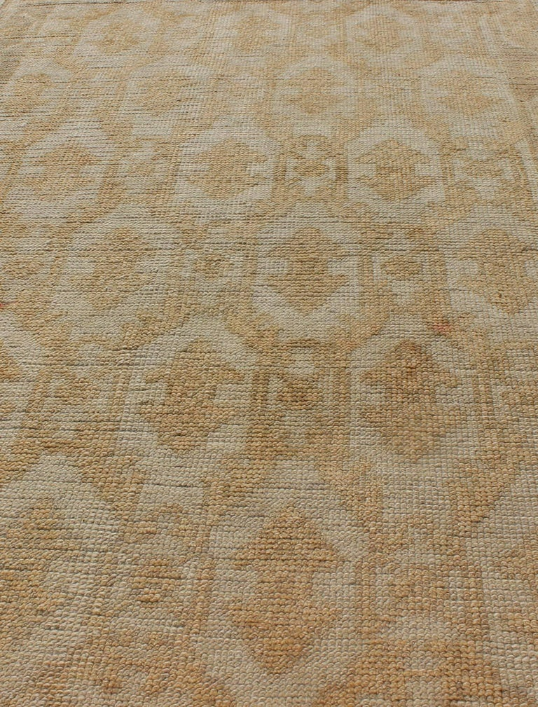 Mid-20th Century Muted Midcentury Turkish Oushak Runner with Latticework Design in Cream For Sale