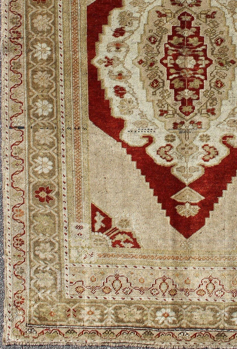 Layered medallion vintage Turkish Oushak rug in burgundy, nude and gray, rug tu-ugu-21, country of origin / type: Turkey / Oushak, circa 1930
