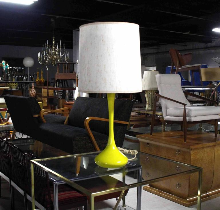 Nice yellow enamel Mid-Century Modern table lamp.