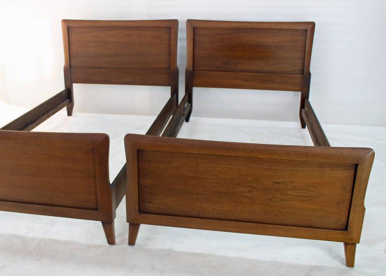 Pair Of Heritage Henredon Twin Beds At 1stdibs