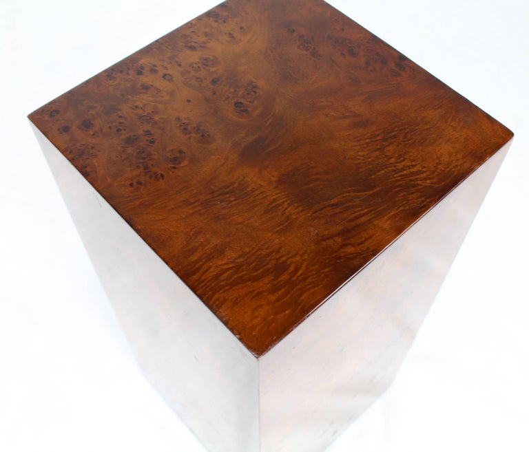 Burl Wood Mid-Century Modern Pedestal In Excellent Condition For Sale In Elmwood Park, NJ