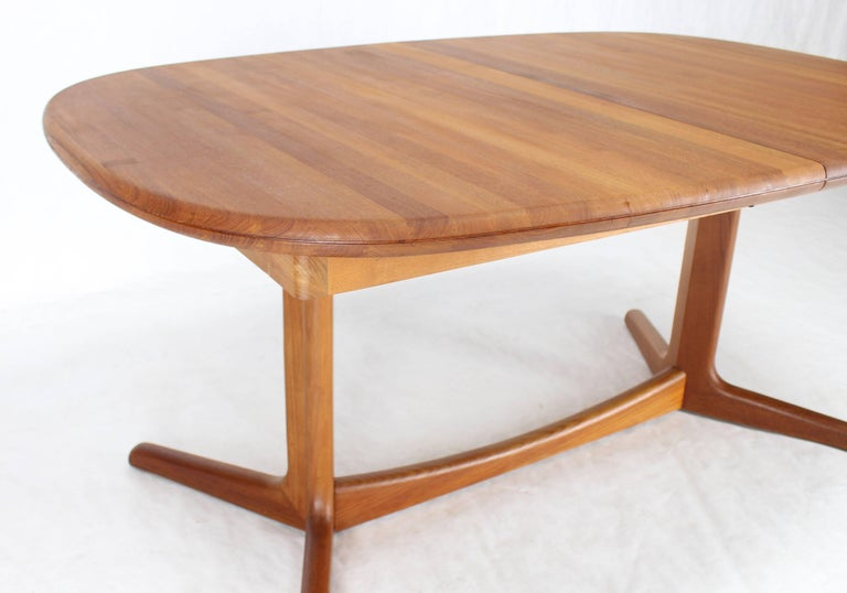 Solid Teak Danish Mid-Century Modern Dining Table with Two Leafs For Sale 1