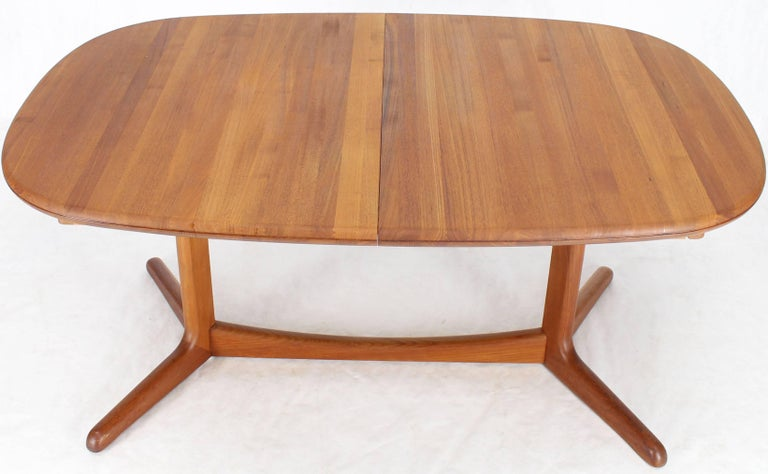 Solid Teak Danish Mid-Century Modern Dining Table with Two Leafs For Sale 2