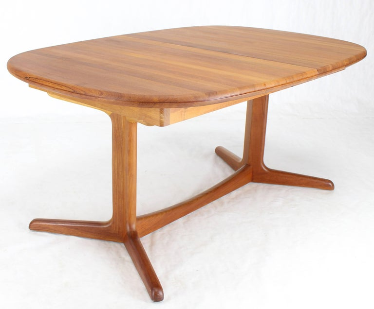 Solid Teak Danish Mid-Century Modern Dining Table with Two Leafs For Sale 3