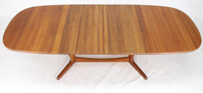 Solid Teak Danish Mid-Century Modern Dining Table with Two Leafs For Sale 4