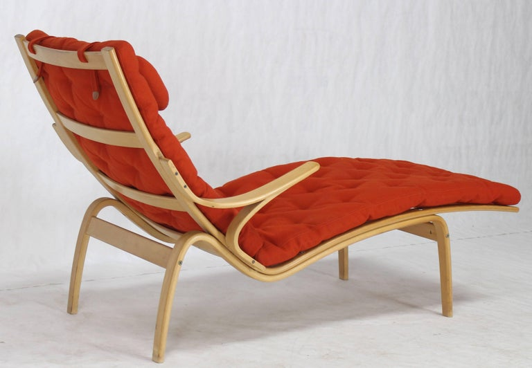 Bentwood Wool Upholstery Chaise Lounge Chair By Alvar Aalto For