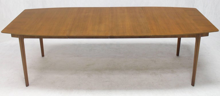 Widdicomb Walnut Dining Table w/ Two Extension Boards Leaves  In Excellent Condition For Sale In Elmwood Park, NJ