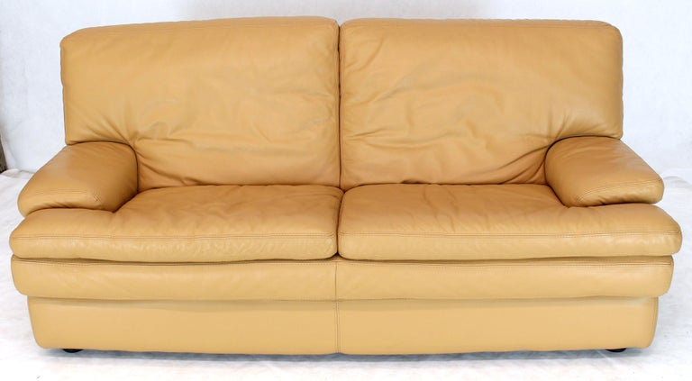 Roche Bobois Light Peach Leather Loveseat Small Sofa In Excellent Condition For Sale In Elmwood Park, NJ