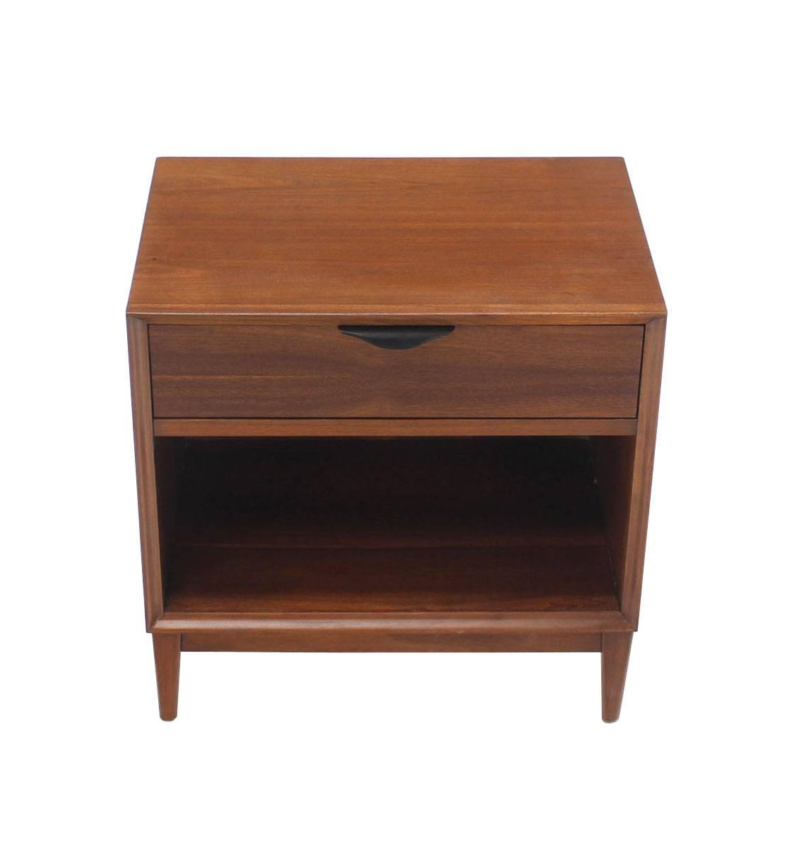 Mid-Century Modern Walnut End Table or Nightstand For Sale at 1stdibs