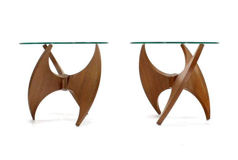 Mid-Century Modern Walnut Propeller Base Glass Top Round End Side Tables  For Sale