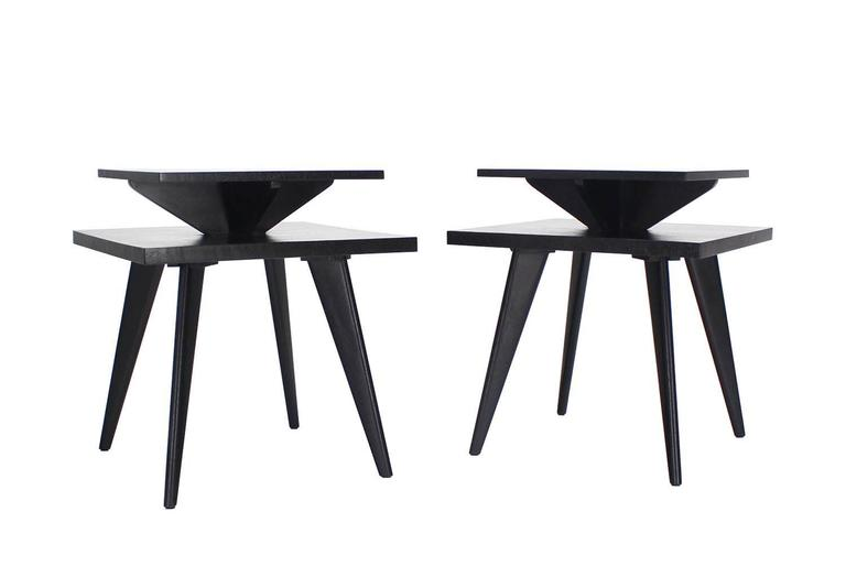 Mid-Century Modern Pair of Black Lacquer Square Step Side Tables on Tapered Legs For Sale