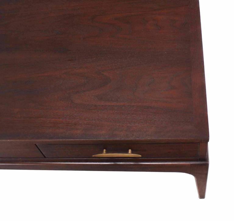 Large Rectangle One-Drawer Walnut Coffee Table In Excellent Condition For Sale In Rockaway, NJ