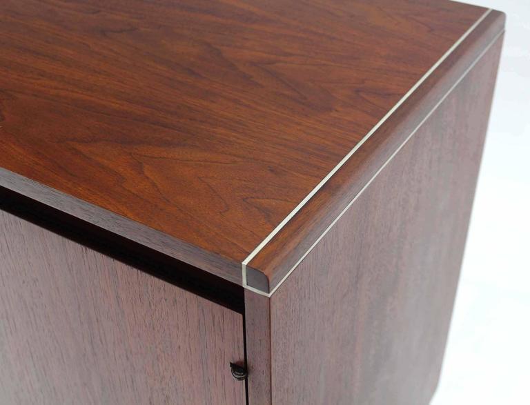 Two Door Teak Petit Short Two Doors Credenza Cabinet In Excellent Condition For Sale In Elmwood Park, NJ