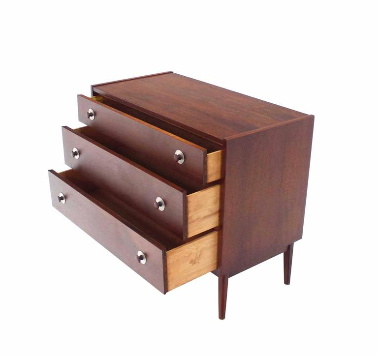 Three-Drawer Danish Modern Walnut Bachelor Chest In Excellent Condition For Sale In Elmwood Park, NJ
