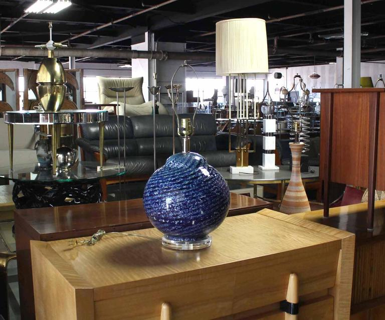 Very nice Mid-Century Modern art glass table lamp.