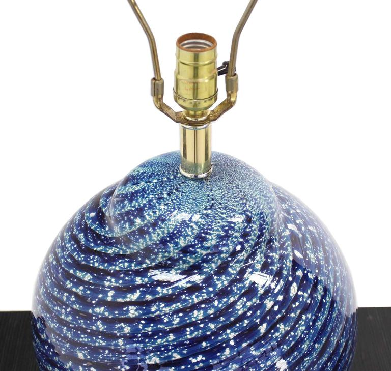 Large Blue Art Glass Globe Table Lamp In Excellent Condition In Rockaway, NJ