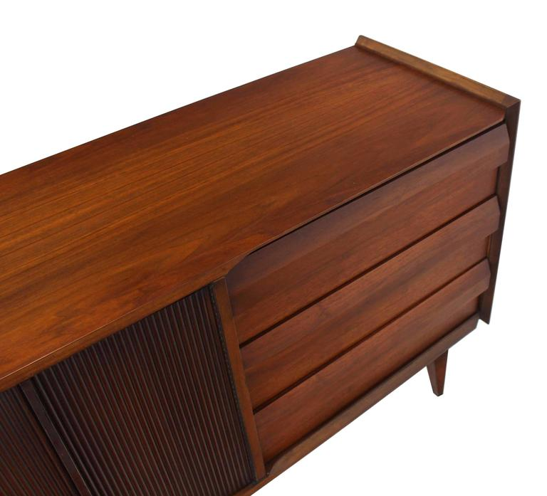 American Mid-Century Modern Walnut Credenza Dresser w/ Fluted Doors For Sale