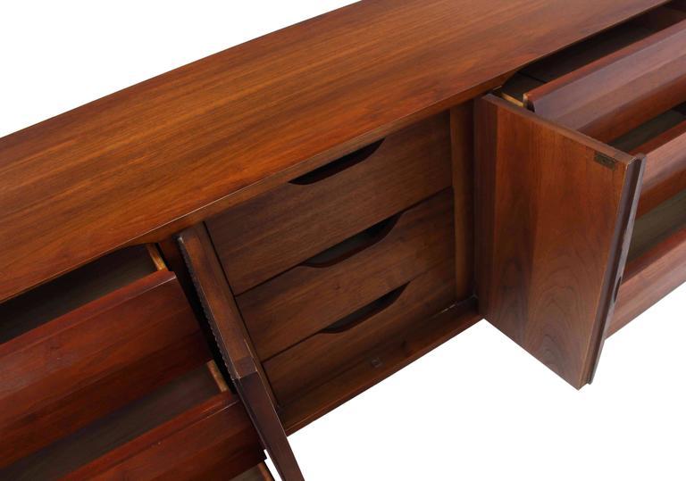 Mid-Century Modern Walnut Credenza Dresser w/ Fluted Doors For Sale 1