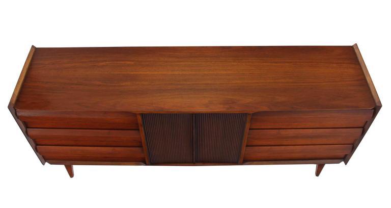 20th Century Mid-Century Modern Walnut Credenza Dresser w/ Fluted Doors For Sale