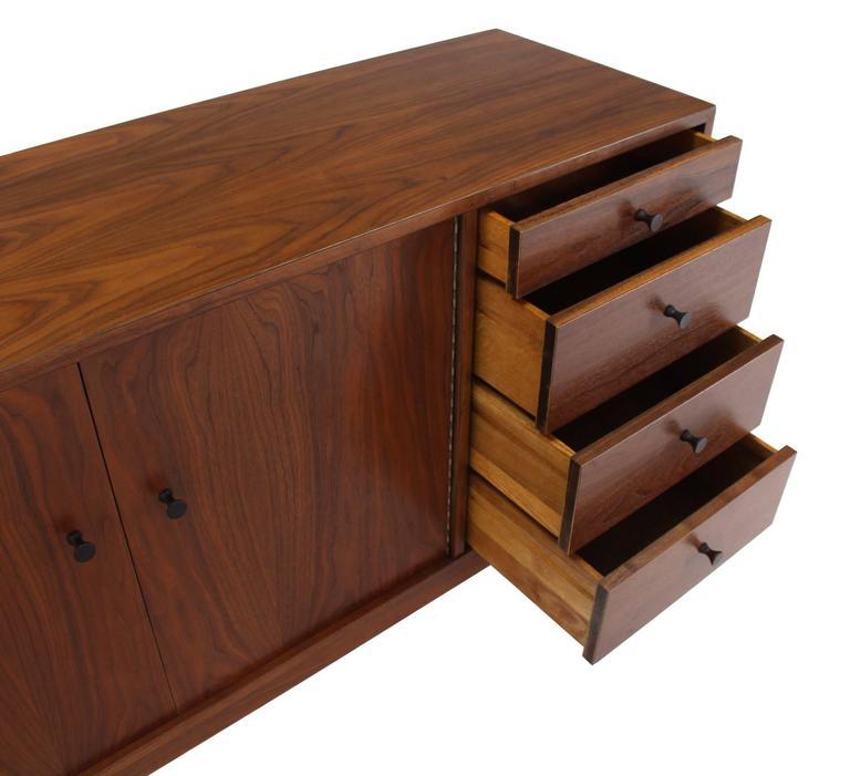 Mid-Century Modern Walnut Long Dresser Credenza For Sale 1