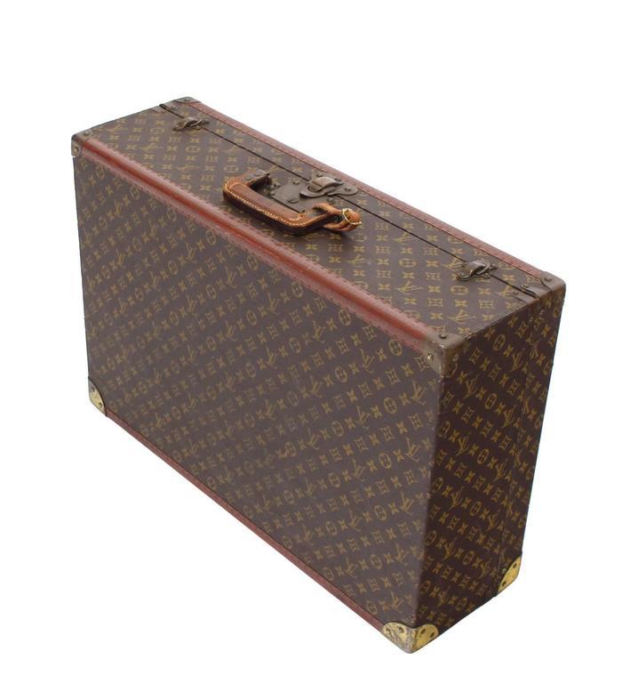 Nice Louis Vuitton suite case. Very good vintage condition.