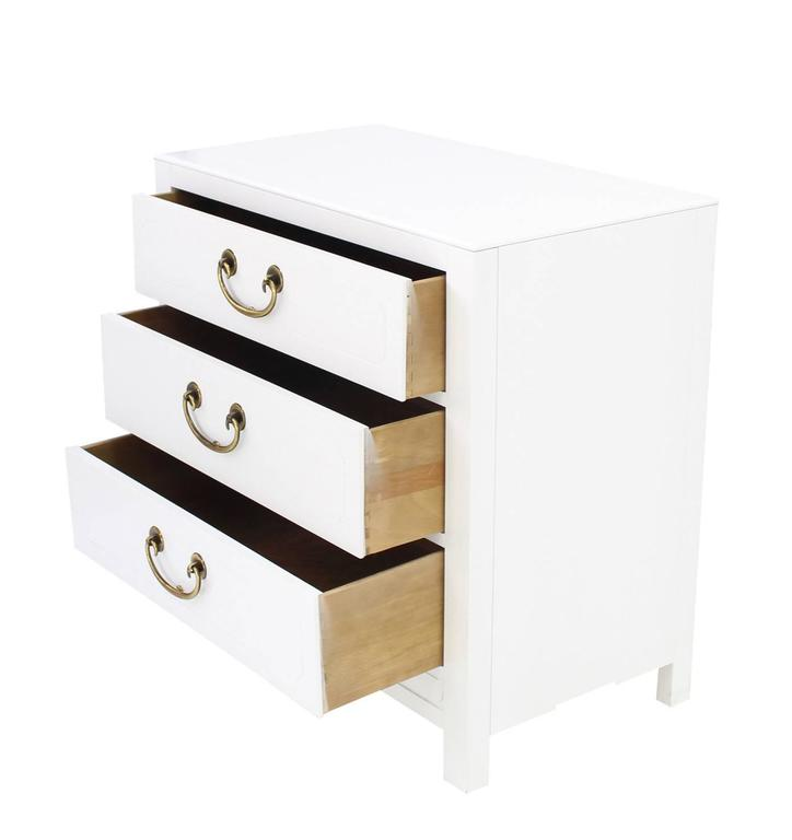 Pair of White Lacquer Brass Pulls Bachelor Chests or Dressers In Excellent Condition For Sale In Elmwood Park, NJ